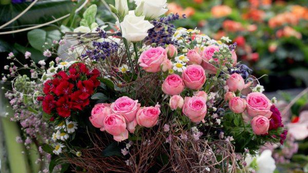 Tirol blüht auf: Blumenstrauß binden