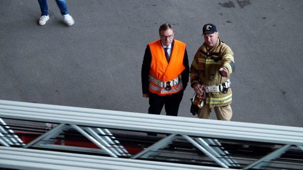 Landeshauptmann zu Besuch in der Feuerwehrschule